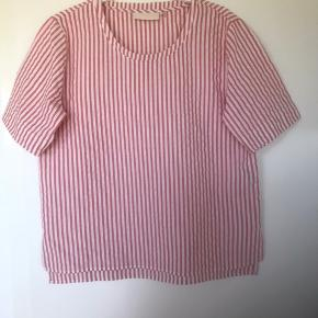 JayceKB kortærmet bluse fra sommer 2019. Brugt 2 gange. Bytter ikke