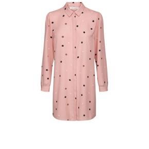 Smuk lang skjorte fra Sofie Schnoor. Gennemknappet, lange ærmer og krave. 100% polyester.