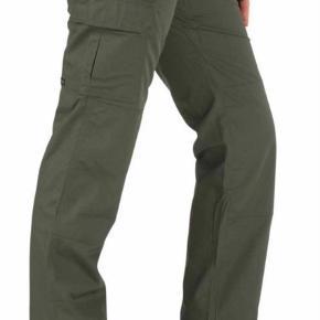 Brand: 5.11 Varetype: Tactical Woman's Taclite Pro Farve: Mørk Blå Oprindelig købspris: 799 kr.  Super fine bukser med mange detaljer og lommer. Brugt og vasket to gange.