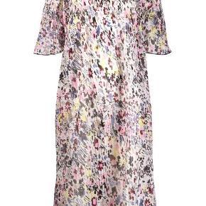 Super fin kjole fra Ganni. Aldrig brugt - mærket sidder stadig i.