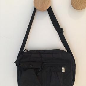 Bel air cappa taske fra Mads Nørgaard Den er brugt og lidt slidt udenpå, det værste kan ses på det sidste billede🙂