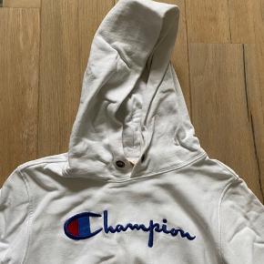 Lækker hættetrøje med logoprint fra Champion. Aldrig brugt. 😍😍😍