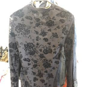 See trough trøje med blomster mønster