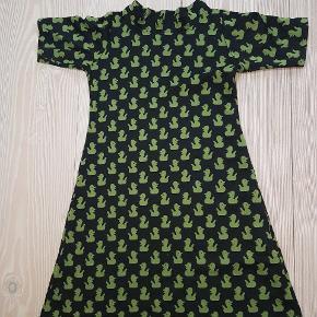 Der står XL i kjolen, men jeg vil mene den er str. 38 eller M