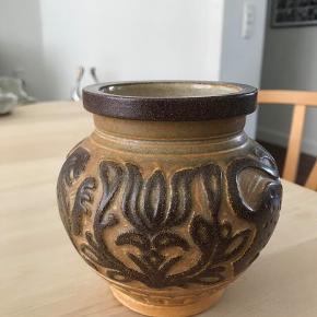 Retro vaser fra Bornholm keramik Michael  Andersen Lion vase 6494 fremstår i flot stand Kan hentes Esbjerg 6700