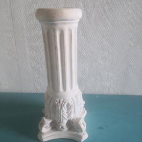 Søjle i betonlysestage til bloklys eller almindelig stearinlys, de er tunge som sten. Prisen er på begge 2