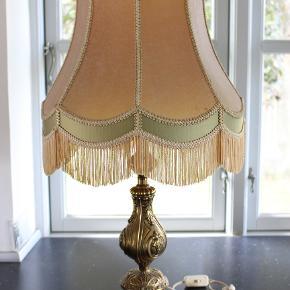 Reto bord lampe  lampe skærm frynser og messing fod