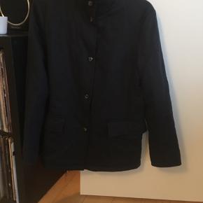 Quiltet jakke i 100% cashmere, som ny. Den er arvet.