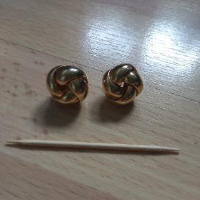 Vintage bijouteri øreringe. Forgyldt.   Husk at tjekke resten af mine annoncer. Rydder godt ud.