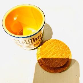 6 stk originale krydderi krukker Aldrig brugt, kun stået til pynt Sælges samlet for 199,- i alt for alle 6 tilsammen