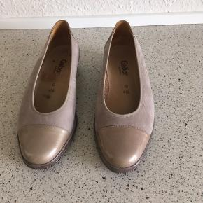 Gabor sko str 4.5 = str 37,5  brugt 2 gange, ny pris 700kr 😊  6700 grådybet 😊