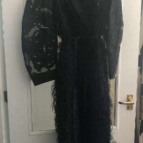 Meget unik og totalt udsolgt ganni kjole . Købt i England til 4200kr  Mp 1900kr