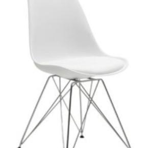 """4 stk. """"Aros"""" stole fra IDEmøbler. Nypris 1396,-  Brugsmærker på alle fire.  Den ene stol mangler det sorte plastik under et af benene."""