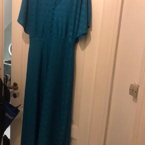 Kjole fra Zara - aldrig brugt. Str. 40