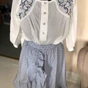 Flot nederdel i str. 1  - i blå hvide nuancer.