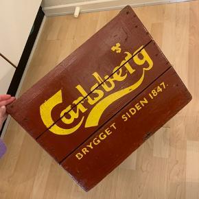 Flot retro Carlsberg ølkasse. Åben for bud.