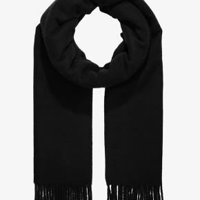Utrolig lækkert uld-tørklæde fra Samsøe Samsøe sælges! Ikke brugt, så er som ny! Kom med et bud!!