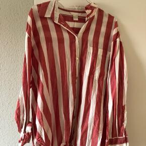 Rød og hvid Bolchestribet skjorte  Lidt oversize