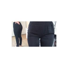 Sælger disse flotte bukser fra Moss copenhagen. Der er lommer i siden. De er næsten ikke brugt. De er i str. S men passer også XS. BYD