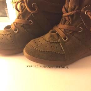 """Sælger mine smukke brune Isabel Marant """"bobby sneakers"""" i str 39. De er brugt meget få gange!! Jeg er en str 38 normalt så de passer både 38 og 39:) Nypris: 3250kr Købt i isabel marant butikken på Ny Østergade."""