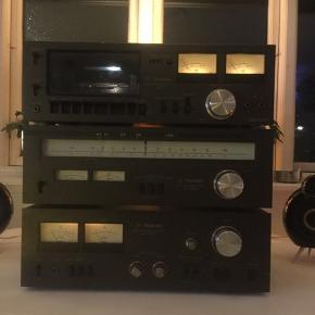 Super lækkert vintage Technics Hi-fi anlæg fra 70'erne, sælges...     Anlægget er for så vidt muligt testet, og lader til at virke fint..    Har dog ikke haft nogle kassettebånd at teste med, men radio del, osv virker fint..    Der er dog en smule knas i kanalerne på forstærkeren, men burde ikke være af større betydning..    Sælges helst samlet, men det kan deles op for den rigtige pris..    Få et super lækkert, og solidt retro hi-fi anlæg, dine venner vil misunde dig over..     Technics 615 cassette deck, technics SU 7300 k Amp, og tuner er technics ST 7300 K..    SE OGSÅ ALLE MINE ANDRE ANNONCER.. :D