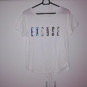 T-shirt fra MNG Str S 20 kr 🌺