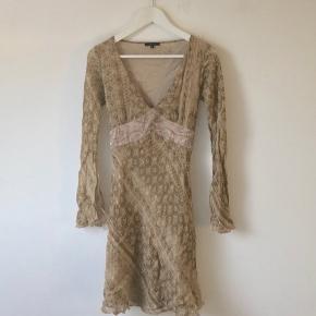 Flot figursyet Vila kjole i beige farver Vintage/Retro agtig Byd  Bytter også (Gerne for Brandy Melville tøj)
