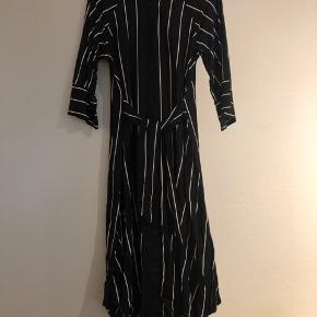 Fin stribet kjole 🌿 Str. xs, men jeg er s-m og passer den 🌿