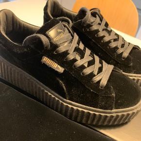 Puma x Fenty sneaker. Brugt ganske få gange. Skoen står næsten som helt ny. Original æske og dustbag medfølger.