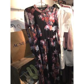 Lækker kjole fra define Str Small/medium Brugt meget lidt