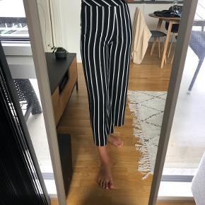 Flotte højtaljede bukser med striber 🤩