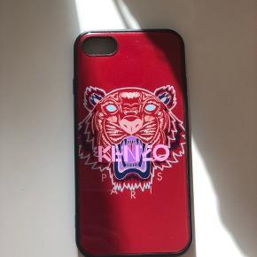 Stort set ubrugt Kenzo cover. Passer til iPhone 7/8. Sælges da jeg har fået ny telefon.