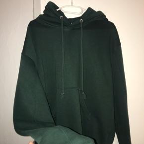 Mørkegrøn hoodie fra WEEKDAY Str XS Nypris 240kr  🦋Køber betaler selv fragt🦋