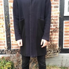 Købt i HAN Kjøbenhavns butik på vognmagersgade til 3500 kroner. Er lidt slidt men fremstår stadig pæn.