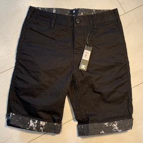 Står størrelse US 29 i shortsene, men samtidig at de er Slim.