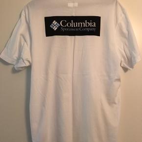 Columbia t-shirt Str. L (fitter L) Brugt 2-4 gange, fremstår som ny.  Nypris 400kr  Køber betaler fragt medmindre andet er aftalt. Giver mængderabat. Har mest mærkevarer.