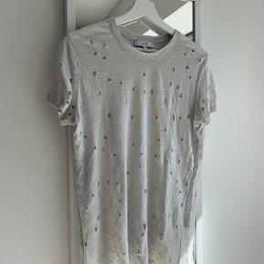Smuk IRO t-shirt i råt design. 100% linen! 🤍