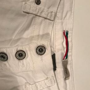 Varetype: Shorts Farve: Hvid Oprindelig købspris: 1199 kr.  Sælger mine shorts fra Please, i str L :-)  Har været brugt et par gange, derfor standen er sat til ny :-)