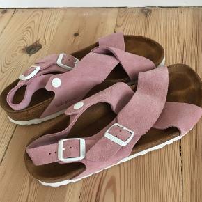 Birckenstock  Model: Tulum Soft Footbed  Jeg har brugt dem 2 gange, og de er derfor så gode som nye.