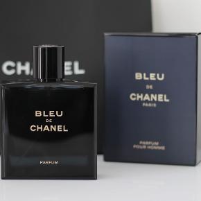 Den nye Bleu de Chanel PARFUM i 100ml. 100ml/98ml fuld, i original boks. Købspris 1060kr