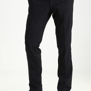 Helt nye bukser fra Tiger of Sweden, model Harris, farve sort, str 48, nypris 1200 kr. Har kun 2 par tilbage!