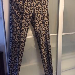 Smukke bukser med en flot effekt Været brugt 2 gange