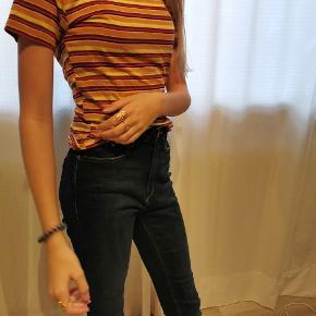 Mega blød og elastisk t-shirt. Ses her på en der normalt bruger xs