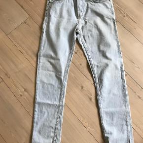 """Varetype: Jeans Størrelse: 31""""/34"""" Farve: Lys denim Oprindelig købspris: 699 kr.  Model Sicko"""