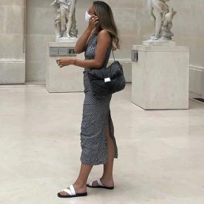 Smuk kjole fra zara i ternet / sort / grå / hvid stof Aldrig brugt