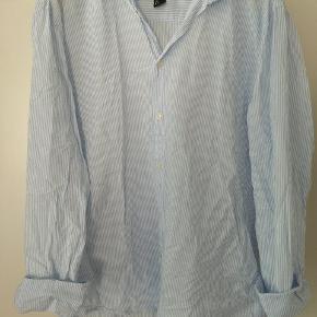 Oversize blå- og hvidstribet skjorte