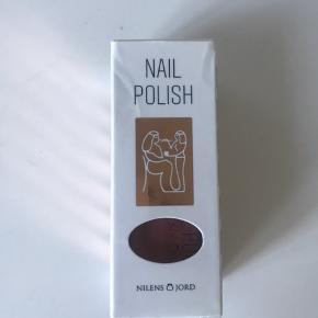 Sælger denne neglelak fra Nilens jord. Aldrig brugt eller lignede. NO. 653 Dusty Rose.