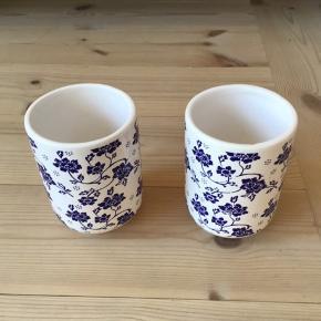 2 vaser med blå blomst ,kun stået til pynt De sælges samlet