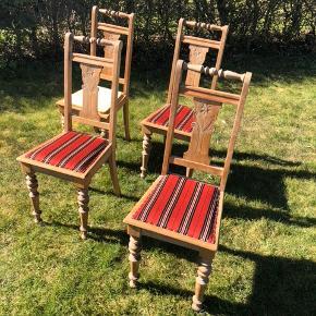 Prisen er for alle fire stole. Er åben over for bud.  Én mangler polstring. Ellers er det ældre stole, som holder rigtig fint.
