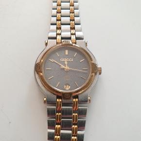 Retro ur fra Gucci. Super kvalitet.  Nypris 8500,-